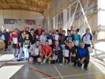 Около 40 спортсменов в возрасте от 18 до 60 лет и старше приняли участие в соревнованиях по настольному теннису